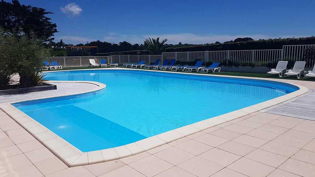 Camping belle le en mer le palais installations et services for Camping belle ile en mer avec piscine